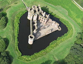 275px-Caerlaverock_Castle_from_the_air